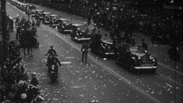 franklin d roosevelt riding in ticker tape parade /usa - 1932 stock-videos und b-roll-filmmaterial