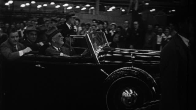 franklin d roosevelt waving from his car and receiving model of airplane / usa - 1932 stock-videos und b-roll-filmmaterial