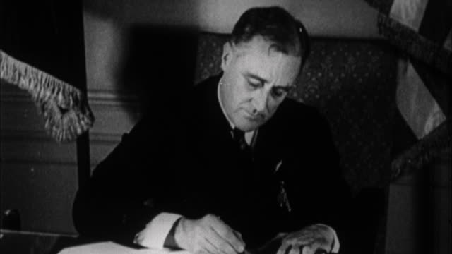 vídeos y material grabado en eventos de stock de franklin d roosevelt writing at his desk / usa - franklin roosevelt