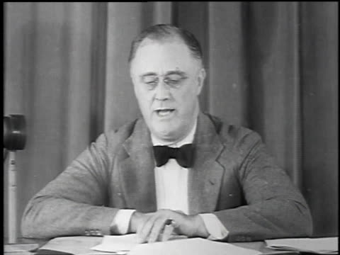 vídeos y material grabado en eventos de stock de franklin delano roosevelt giving a speech / united states - 1934
