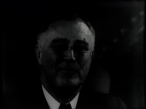 Franklin Roosevelt acknowledges state votes on election night as he is reelected president in 1940 / Eleanor Roosevelt Sara Roosevelt and the...