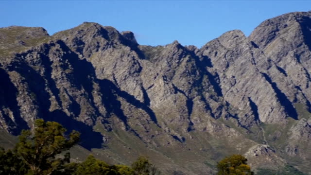 ws pan  franschhoek and berg river valley from franschhoek pass / franschhoek/ western cape/ south africa - franschhoek stock videos and b-roll footage