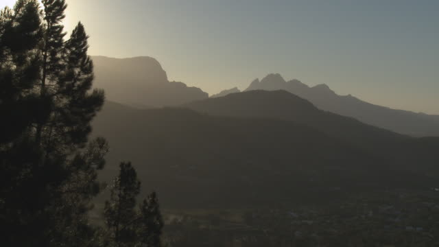 ws franschhoek mountains silhouetted at sunset, franschhoek, western cape, south africa - franschhoek stock videos and b-roll footage