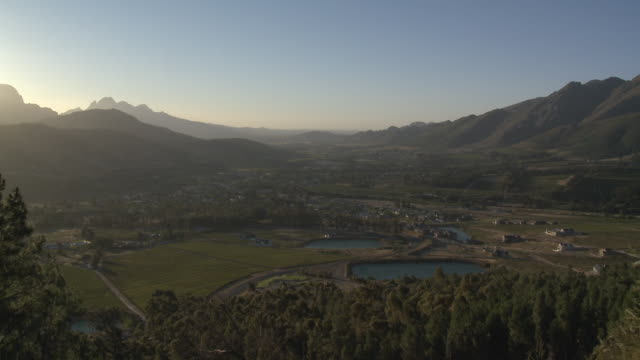 ws ha franschhoek valley at sunset, franschhoek, western cape, south africa - franschhoek stock videos and b-roll footage