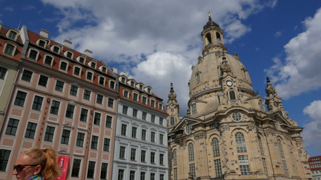 frauenkirche (church of our lady) on neumarkt square dresden saxony, sachsen germany - sachsen stock-videos und b-roll-filmmaterial