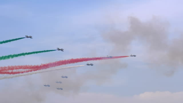 frecce tricolori aerobatic team of italian airforce during an exhibition at linate airshow on 12 october 2019 in milan - acrobatica aerea video stock e b–roll