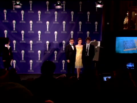 fred armisen maya rudolph and andy samberg at the rock and roll hall of fame 2007 induction ceremony at the waldorf astoria hotel in new york new... - maya rudolph video stock e b–roll