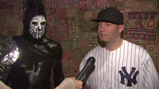 stockvideo's en b-roll-footage met fred durst and wes borland talking about the upcoming tour looking forward to being back on the road together again and that they're better with age... - popmuziek tournee