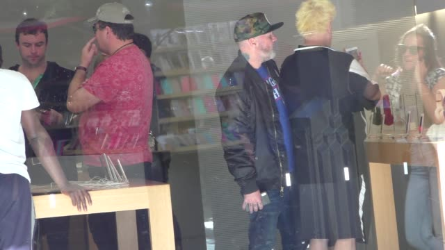 Fred Durst shops at the Apple store in Los Angeles in Celebrity Sightings in Los Angeles