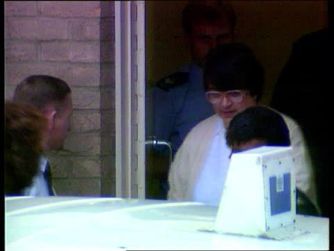 stockvideo's en b-roll-footage met fred west suicide rosemary west trial england gloucestershire gloucester tlms police escort rosemary west from police van zoom in west towards as out... - aanklager rechtszaak