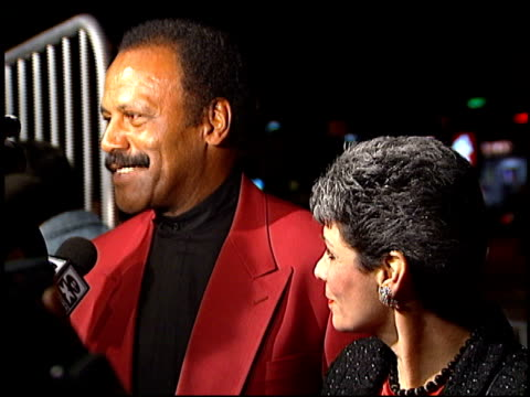 vídeos y material grabado en eventos de stock de fred williamson at the 'from dusk to dawn' premiere at the cinerama dome at arclight cinemas in hollywood, california on january 17, 1996. - arclight cinemas hollywood