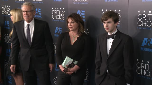 freddie highmore at the 2015 critics' choice television awards at the beverly hilton hotel on may 31, 2015 in beverly hills, california. - 放送テレビ批評家協会賞点の映像素材/bロール