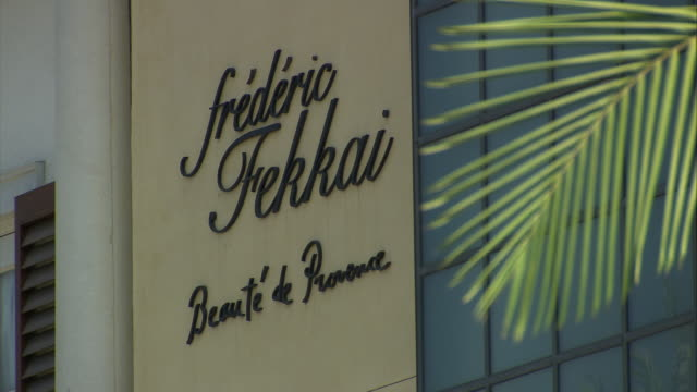 frederic fekkai hair-dressing shop sign on rodeo drive / beverly hills, california, united states - shop sign stock videos & royalty-free footage