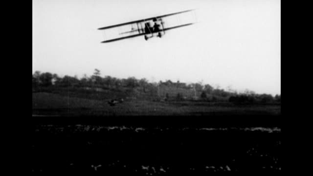 vídeos de stock, filmes e b-roll de frederick b rentschler discusses aviation / biplane flying across the countryside / frederick rentschler sitting on a bench talking about aviation... - orville wright