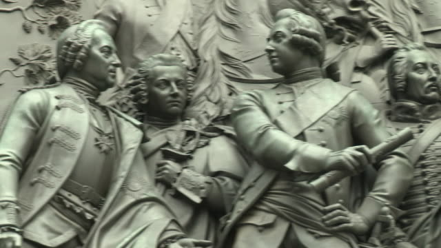 frederick the great statue, berlin - monumente stock-videos und b-roll-filmmaterial