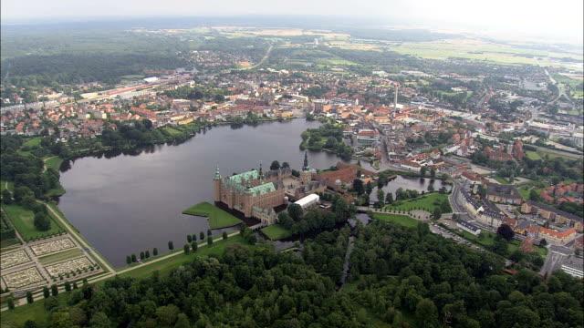 frederiksborg-luftaufnahme-capital region, hillerød koehler, dänemark - kommune stock-videos und b-roll-filmmaterial