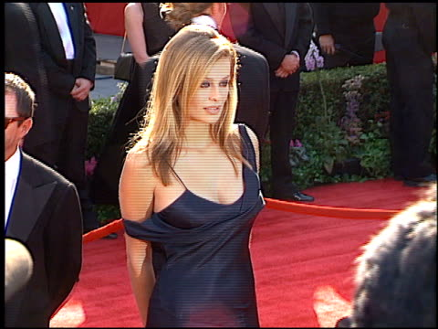 vídeos de stock e filmes b-roll de frederique van der wal at the 1996 academy awards arrivals at the shrine auditorium in los angeles california on march 25 1996 - 68.ª edição da cerimónia dos óscares