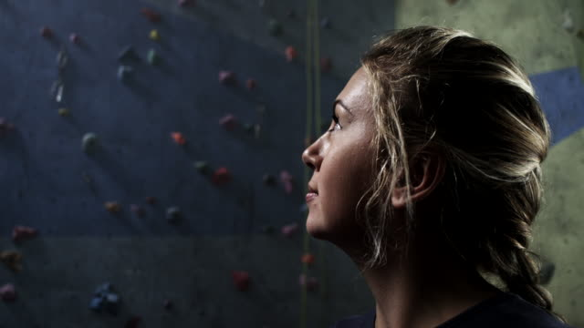 stockvideo's en b-roll-footage met vrij klimmen - free climbing