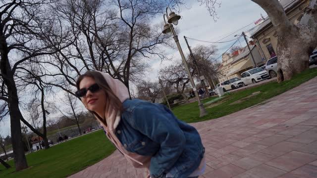 vidéos et rushes de danse de rue libre de modèle - dancing