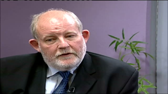 clarke under renewed pressure england london home office int charles clarke mp interview sot not a resigning matter in my opinion / issue is how to... - charles clarke britischer politiker stock-videos und b-roll-filmmaterial