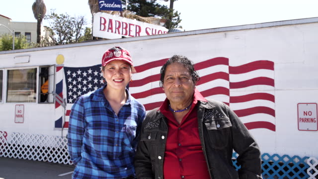 stockvideo's en b-roll-footage met freedom barber shop - amerikaans indiaanse etniciteit