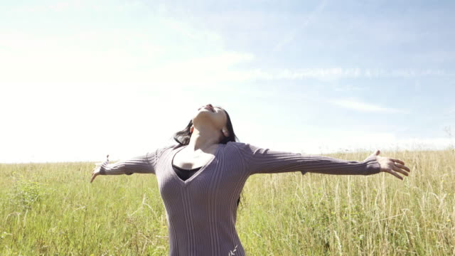 freedom outdoors. outstretched arms. - arms outstretched stock videos and b-roll footage