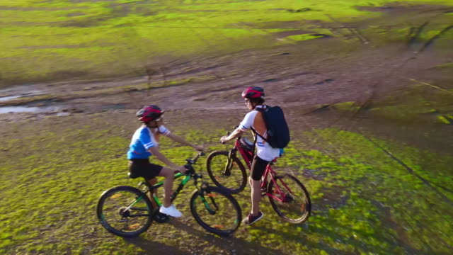 freedom together mind - mountain bike video stock e b–roll