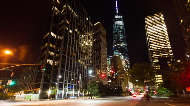 vídeos de stock, filmes e b-roll de freedom tower and financial district time lapse at night - torre da liberdade nova iorque