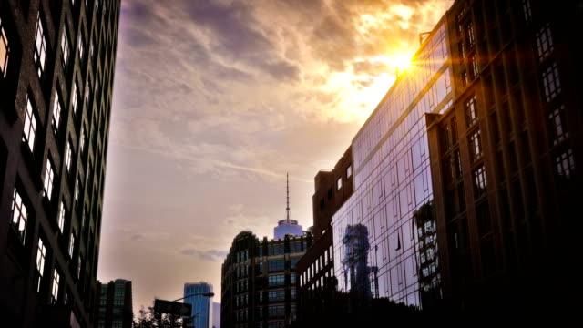 vídeos de stock e filmes b-roll de freedom tower and sunset. new york - claraboia