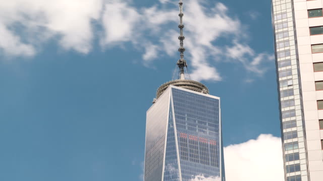 freiheit-turm zeitraffer new york city - one world trade center stock-videos und b-roll-filmmaterial