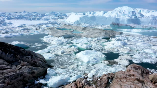 vídeos de stock e filmes b-roll de free-floating ice lies jammed into the ilulissat icefjord during unseasonably warm weather on july 30, 2019 near ilulissat, greenland. the sahara... - formato bruto