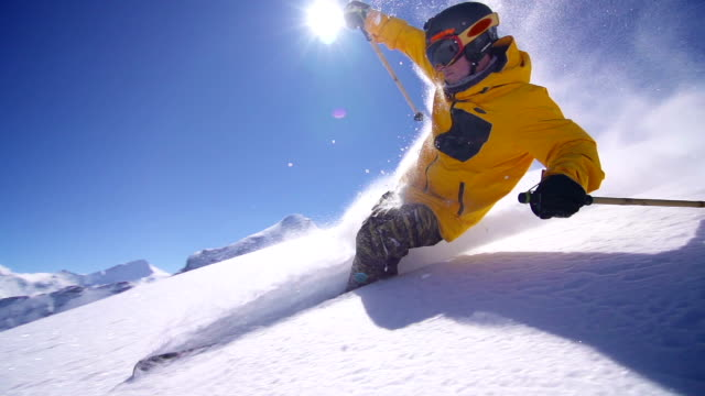 stockvideo's en b-roll-footage met freeride powder skiing - winter