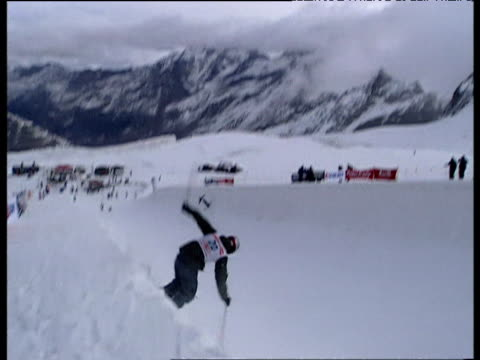 freestyle skiers perform jumps, tricks, stunts and somersaults in half pipe of solid ice, 2004 freestyle fis world cup, saas-fee, valais, switzerland - freistil skifahren stock-videos und b-roll-filmmaterial