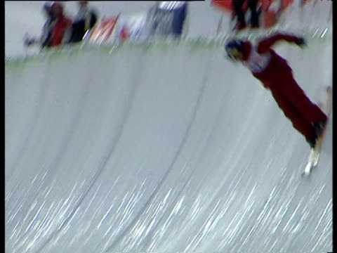 freestyle skiers perform variety of twists turns tricks and jumps 2004 freestyle fis world cup saasfee valais switzerland - spielkandidat stock-videos und b-roll-filmmaterial