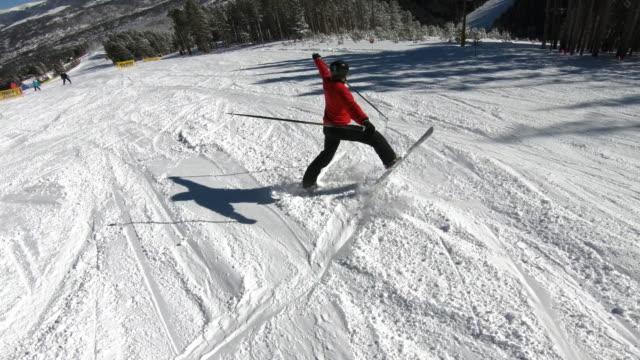 freestyle skiing - freistil skifahren stock-videos und b-roll-filmmaterial