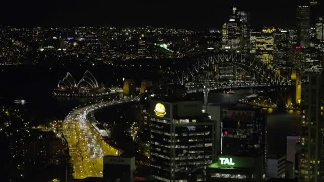 vídeos de stock, filmes e b-roll de freeway at night with drone in sydney australia - sydney