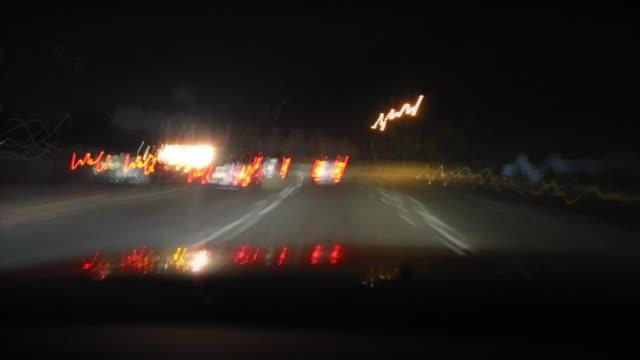 freeway drive nacht, timelapse - verfolgen stock-videos und b-roll-filmmaterial