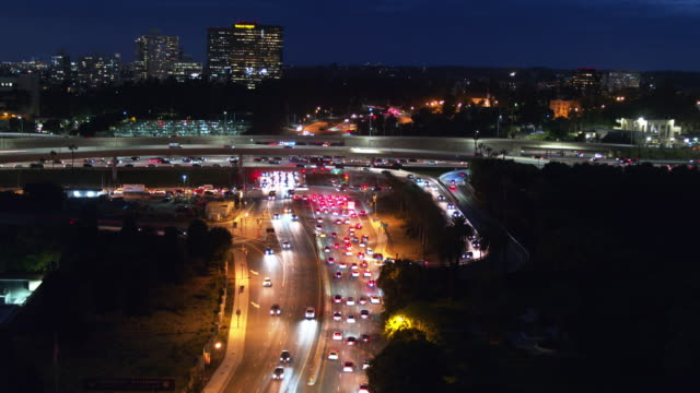 405 freeway in Westwood, Los Angeles at Night - luchtfoto