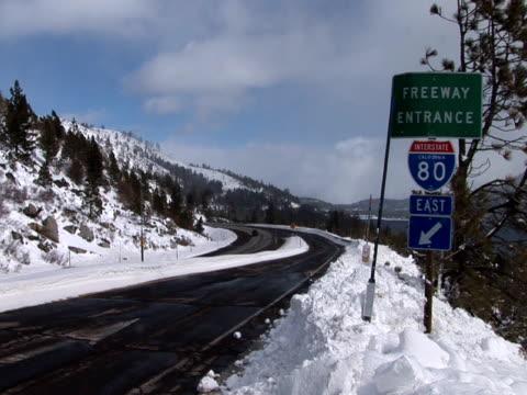 vídeos y material grabado en eventos de stock de freeway of sierra nevada mountains in california united states - usa