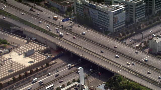 vídeos de stock e filmes b-roll de aerial freeway overpass with heavy traffic/ strasbourg, france - estrasburgo
