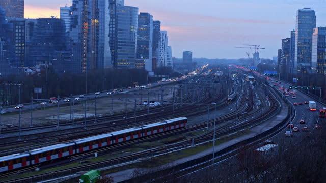 motorväg genom affärsdistriktet zuid-as amsterdam - amsterdam bildbanksvideor och videomaterial från bakom kulisserna