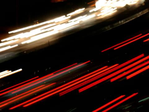 vídeos de stock e filmes b-roll de ntsc freeway time lapse de trânsito de vídeo - luz traseira de carro