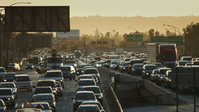 la freeway traffic - smog video stock e b–roll