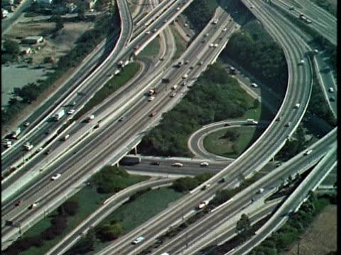 1970 montage aerial freeways, los angeles, california, usa, audio - anno 1970 video stock e b–roll