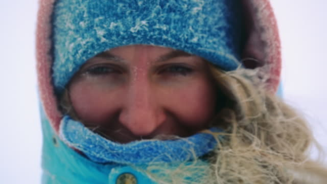 stockvideo's en b-roll-footage met freezing woman hiker - bevroren