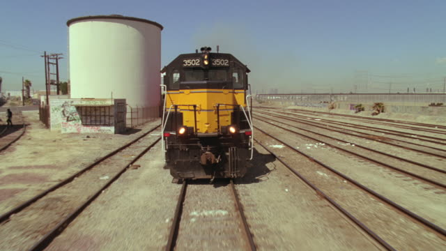 ms pov freight train engine - 操車場点の映像素材/bロール