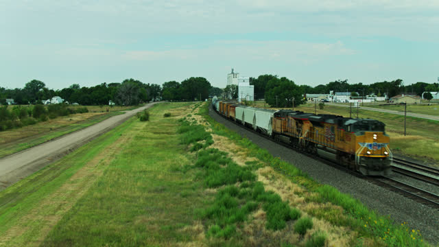 freight train in nebraska - ascending drone shot - freight elevator stock videos & royalty-free footage
