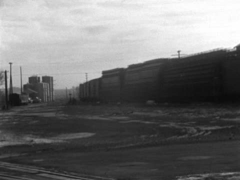 vídeos y material grabado en eventos de stock de freight train passing on railroad tracks taking bend frame mud landscape silos frame in bg wi - c119gs