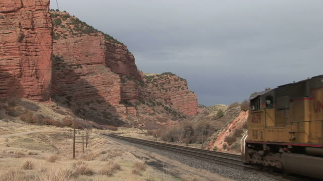freight train passing through rural area in wyoming united states - c119gs点の映像素材/bロール