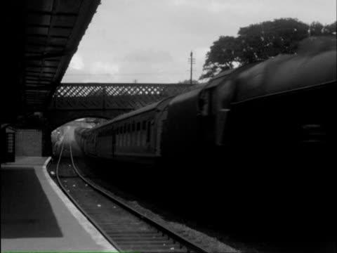 vídeos y material grabado en eventos de stock de   ms pan freight train passing through under iron bridge / hayling island; halesowen, southwell , hampshire, dudley, nottinghamshire, england - hampshire